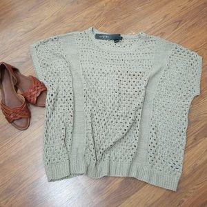 BNWT light weight knit top